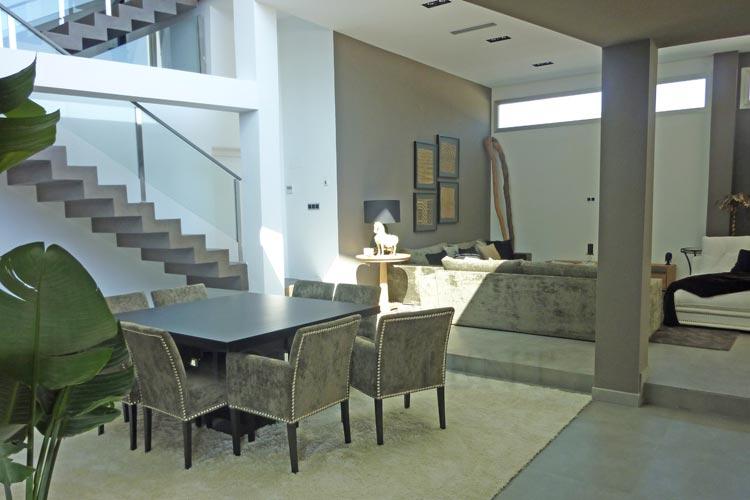 microcemento-salon-escalera.jpg